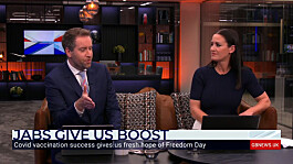 Kirsty Gallacher and Darren McCaffrey agree Brits who've been jabbed should be able to go on foreign holidays