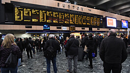 Man arrested after two people injured on train at Euston station
