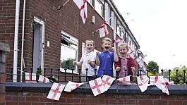 Euro 2020: fans living on Wales Street rename their road England Street