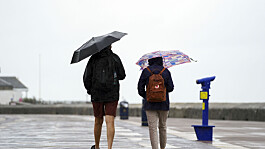 Weather: Heavy showers and thunderstorms today, especially southern UK