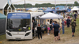 Covid: 'Pfizer Chiefs' bus offering vaccine jabs to festivalgoers