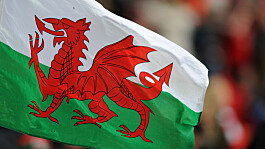 Wales: Secondary school pupils face daily Covid-19 testing if case at home