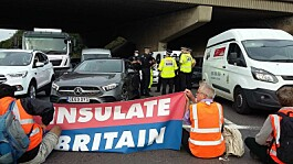 Grant Shapps demands police remove M25 climate protesters