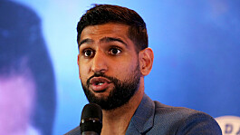 Amir Khan claims he was kicked off flight for 'no reason'