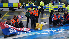 Met police arrest further 53 people involved in Insulate Britain protests