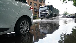 Storm Aurore: Emergency services battle flooding in southern England